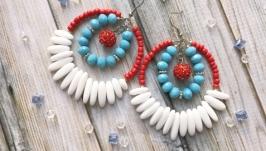 Яркие крупные летние серьги кольца с агатом. Белые голубые красные