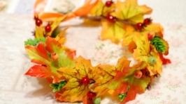 Осенний венок на голову из листьев