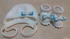 Комплект для мальчика на выписку или на крещение (чепчик и пинетки)