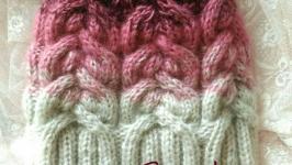 Женская теплая бесшовная шапка ручной вязки