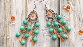 Стильные серебряные серьги с бирюзой. Яркие зеленые оранжевые сережки