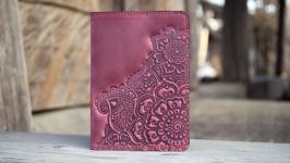 Обложка для паспорта кожаная женская марсала бордо с цветочным узором