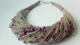 Льняное колье на шею с фиолетовыми бусинками