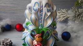Резная свеча зелено-сине-белая с олененком
