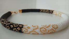 《Черно-белая нежность 》- украшение из бисера, оригинальный подарок