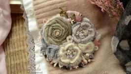 Брошь ′Пыльная роза′