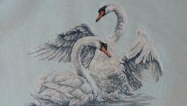 Вишита картина ′Лебедина вірність′