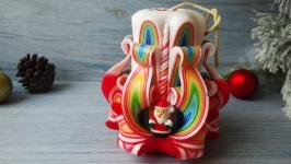 Резная свеча бело-алая с Дедом Морозом