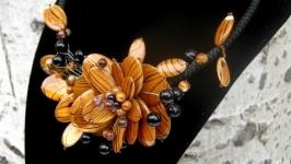 Красивое украшение′Перламутровый цветок′