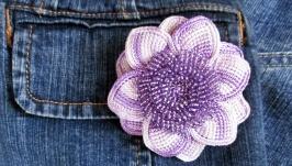 Фиолетовый цветок - брошь крючком
