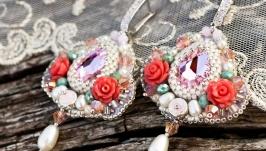 Сережки розшиті натуральними перлами та кристалами