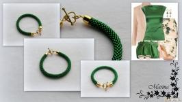 Браслет ′Нежность′ зеленый огонек ручной работы из чешского бисера