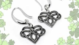 тут изображено Серьги ′Кельтское сердце′