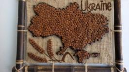 Карта Украины из зерен кофе. Сувенир.