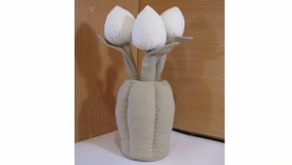 Сувенир ′Ваза с тюльпанами′