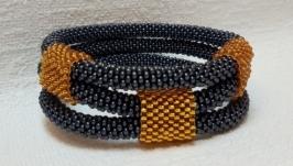 Тройной браслет из бисера с золотыми пряжками