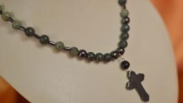 Мужские серебряные бусы из змеевика и гематита с крестиком ′Змеелов′