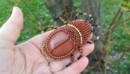 Брошь - майский жук