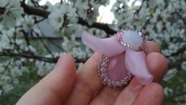 Маленькая мушка с розовым кварцем