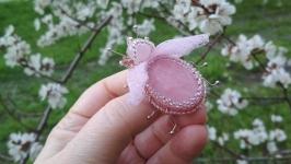 Муха с розовым кварцем