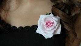 Брошка ′Ніжна троянда′ японська полімерна глина decoclay.