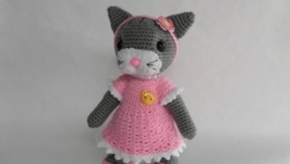 Вязаная кошка сувенир