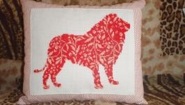 Вышитая подушка ′Лев′
