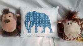 Вышитая подушка ′Слон′.