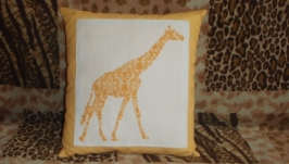 Вышитая подушка ′Жираф′