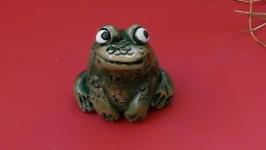 Статуэтка жаба