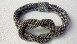 Серый узелочек - браслет,украшение, жгут из бисера