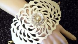 Шикарный женский широкий ажурный кожаный браслет светло золотого цвета.