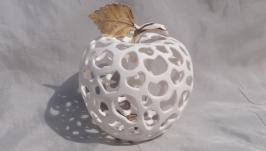 Яблоко фарфоровое ажурное.