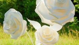 Ростовые розы на стойке