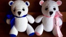 Вязаный белый медведь