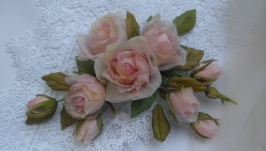 Брошь с розами
