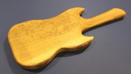 Разделочная доска из дуба ′Гитара′