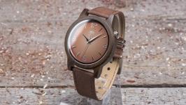Унисекс часы из дерева. Индийский сандал. Коричневый кожаный ремешок