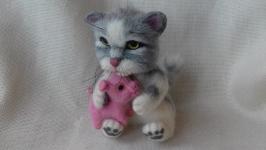 Кот с поросенком.