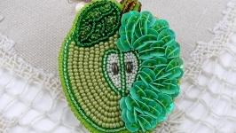 Брошь ′Зеленое яблочко′