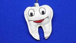 Кожаный брелок Зуб