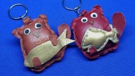 Кожаный брелок Кот с рыбкой