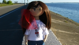 Стильная кукла в очках