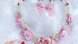 розовое колье из полимерной глины