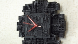 тут изображено Часы ′Гнездовье′