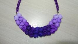 Колье - бутоны в ультрафиолетовой гамме