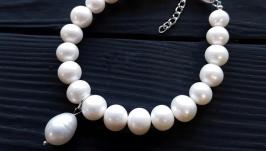 Браслет з натуральних білих перлів з підвіскою