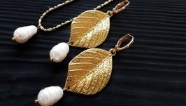 Комплект сережки та кулон на ланцюжку з перлами