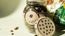Расписная баночка с зерновым кофе
