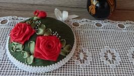 Игольница вышитая ленами ′Красные розы′